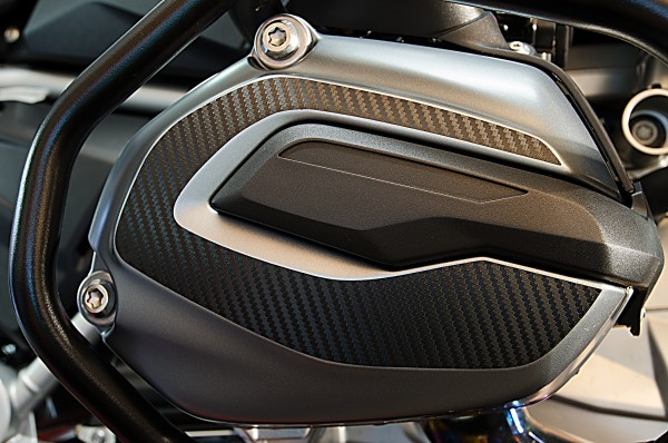 Carefully designed valve hood cover for the BMW R1200RS LC